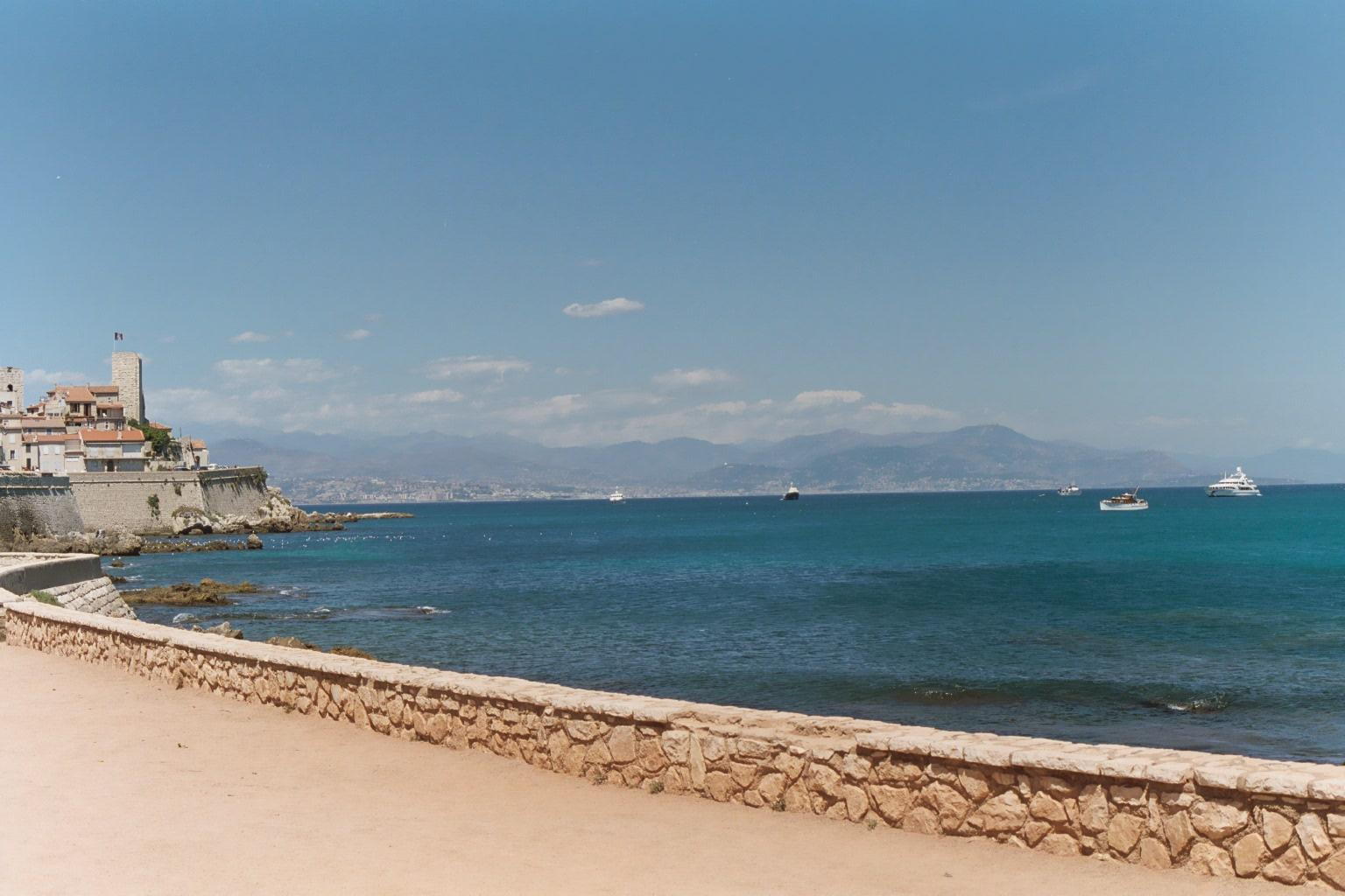 Overview of French Riviera Beaches